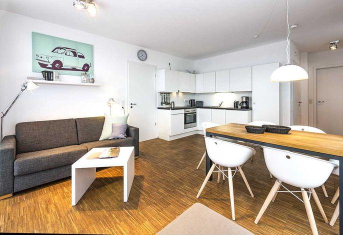 Wohnessbereich mit Küchenzeile und Esstisch