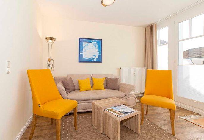 Wohnessbereich mit Couch und zwei Sessel