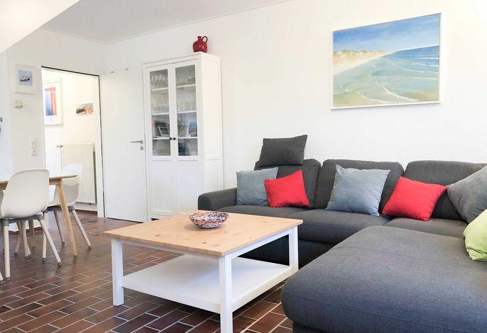 Unser schönes Wohnzimmer mit großem Sofa