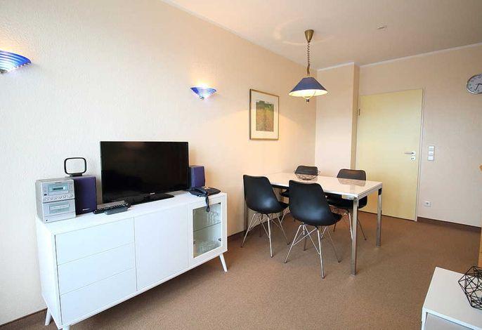 Wohn-/Essbereich mit Sitzgelegenheit und TV