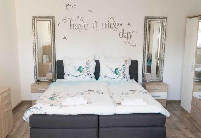 Wohn-/Schlafzimmer - Ansicht Doppelbett