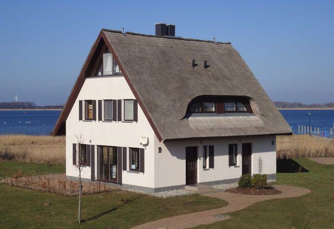 Haus Boddenblick ist die linke Seite