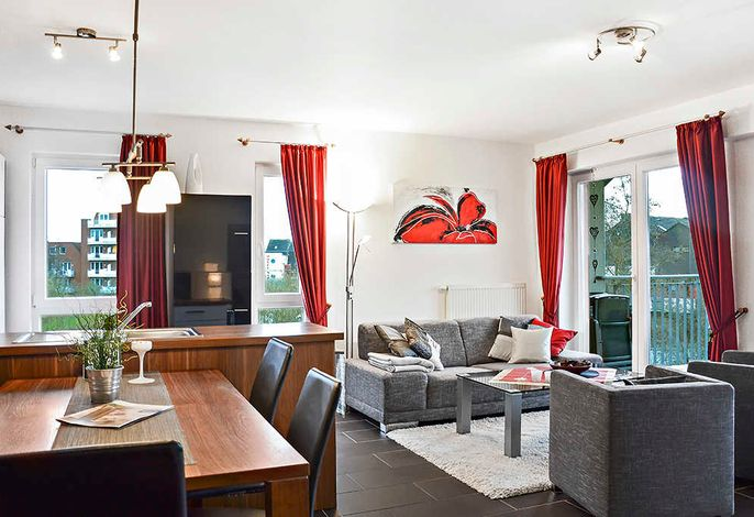 Wohnessbereich mit Couch und Esstisch