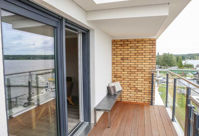 Großer, umlaufender Balkon zur Müritz