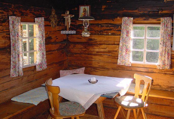 Tisch in der Wohnküche