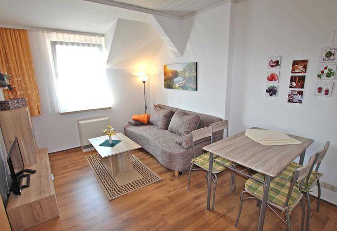 Wohnraum mit Schlafcouch - Aufbettung für eine Person