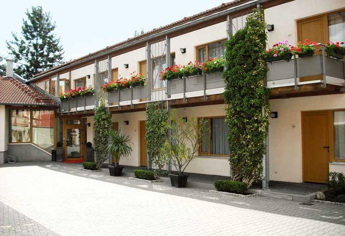 Port Inn Hotel