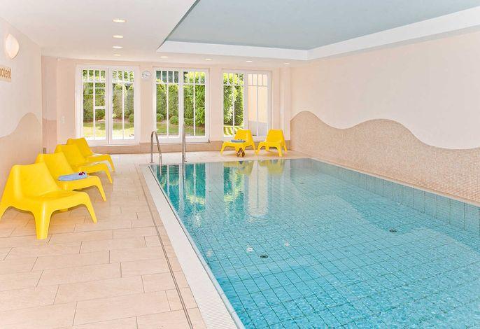 Dünenschloss mit Schwimmbad und Sauna in der Ostseeallee