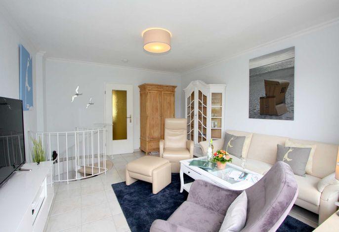 Fernsicht Seewievke - helles Wohnzimmer mit Terrassenzugang