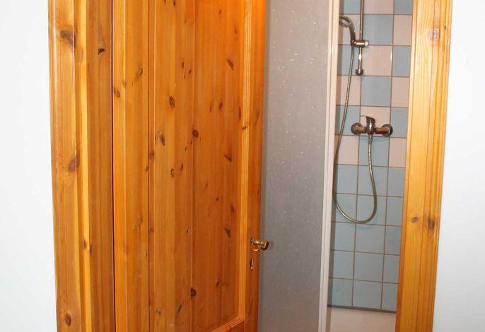 zum Badezimmer