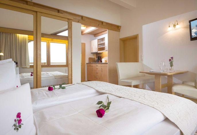 Wohn-Schlafzimmer Wohnung Alpenrose - 2 Zimmer - 2 Bäder