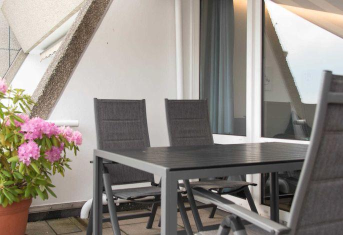 Ferienwohnung Entenhausen Balkon mit Tisch und STühlen