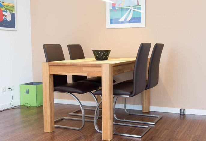Ferienwohnung Seestern Esstisch mit 4 Stühlen
