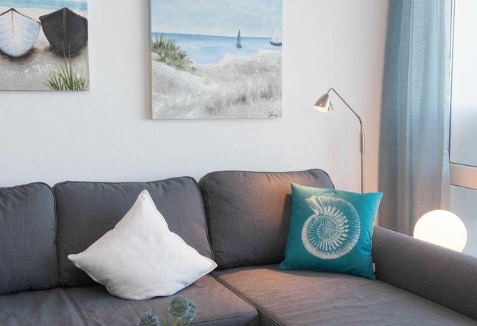 Ferienwohnung Maritimo Couch mit Lampe