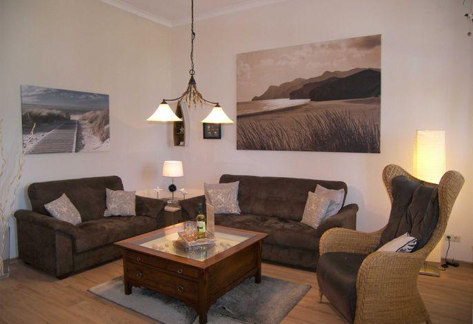 Wohnzimmer mit gemütlichen Sofas