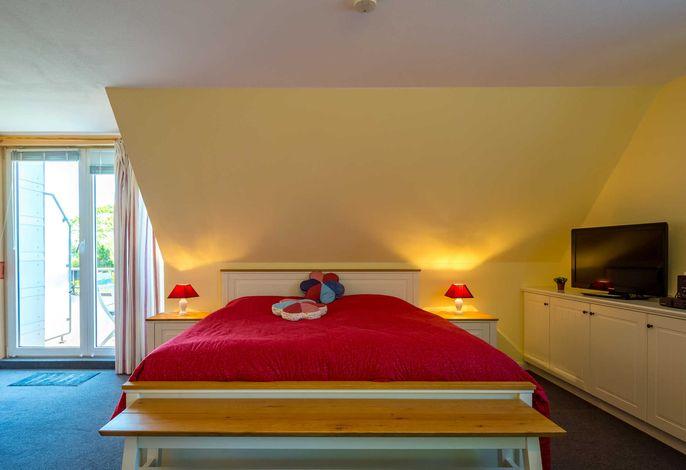 Neuwertiges Doppelbett mit verstellbarem Bettgestell.