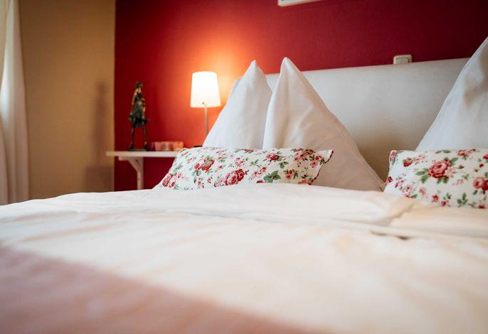 Schlafzimmer mit Doppelbett (EG)