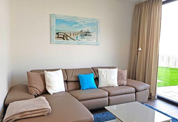 Lichtdurchflutetes Wohnzimmer mit Sofagarnitur