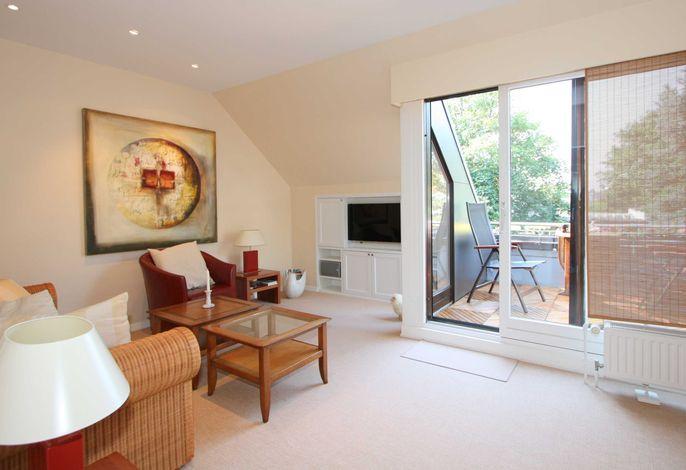 Wohnzimmer mit sonnigem Westbalkon