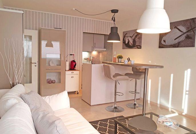 Gemütlicher Wohnbereich mit offener Küche