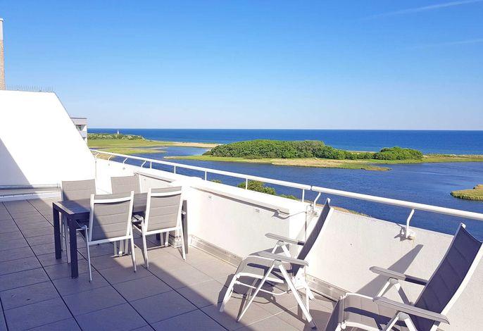 Möblierte Dachterrasse mit Blick auf die Ostsee