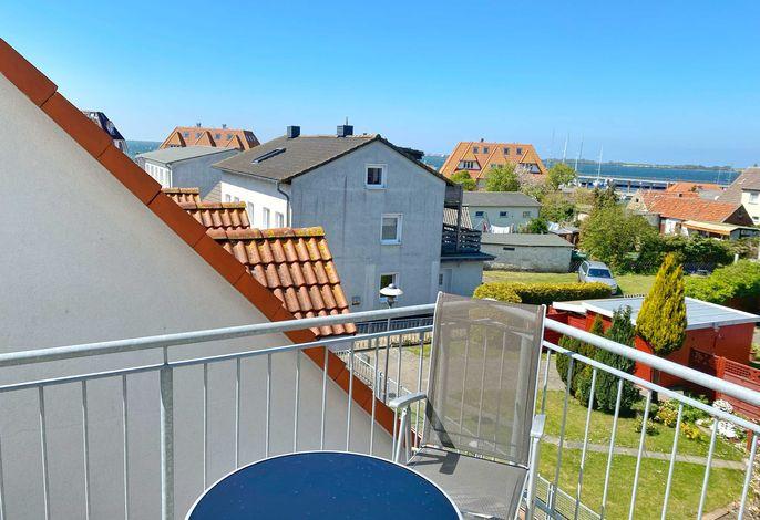 Balkon mit Ausblick auf den Wieker Hafen