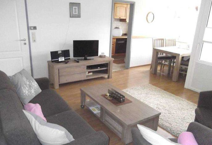 helles Wohnzimmer mit Esspletz