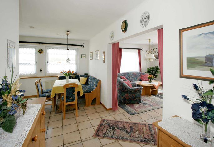 Durchgang zu Wohnzimer und Küche