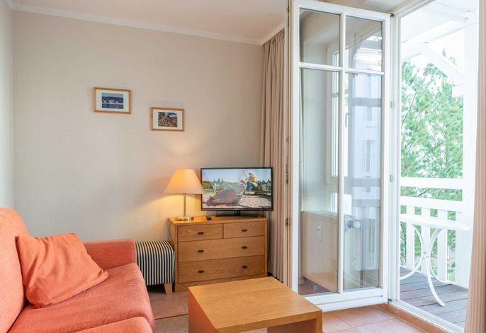 kombinierter Wohn-/Schlafbereich mit Zugang zum Balkon