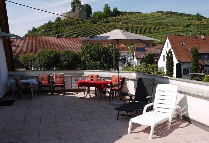 Die dazugehörige 50 m² Terrasse  mit Panoramablick