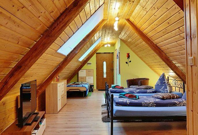 Ferienwohnung Kamila 2 mit zwei getrennt stehenden Betten und einem Gästebett