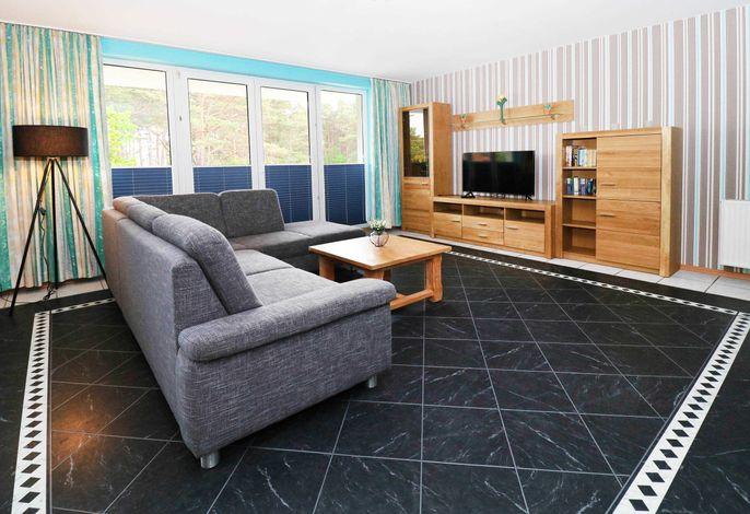 Wohn-/Schlafzimmer mit Balkonzugang