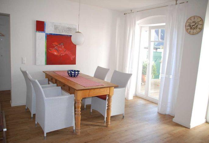 Große und helle Wohnküche mit viel Platz