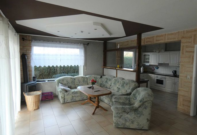 Erdgeschoss, Wohnzimmer mit offener Küche, Sitzecke