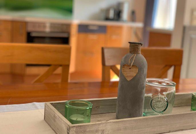 Blick vom Esstisch in die Küche