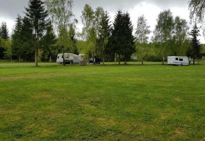 Urlaub im modernen Wohnwagen direkt am See