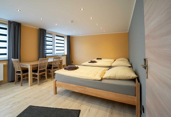Mehrbettzimmer mit HDTV und Einzelbetten