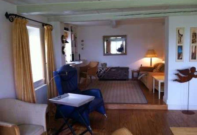 Ein großzügig geschnittener Wohn- und Essbereich, angegrenzt an die offene Küche, verspricht viel gemeinsame Zeit im Urlaub.