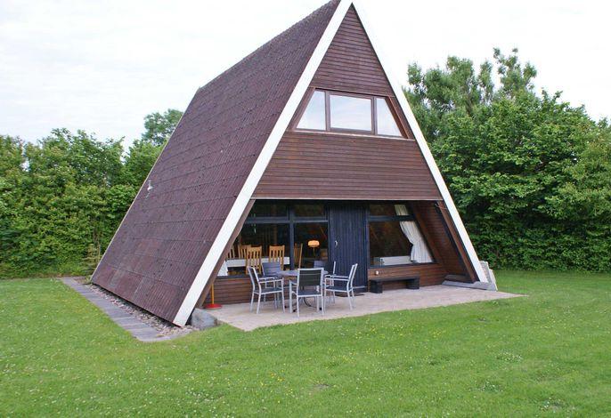 Zeltdachhaus mit schönem Grundstück