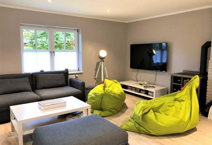 Wohnbereich mit Platz für acht Gäste