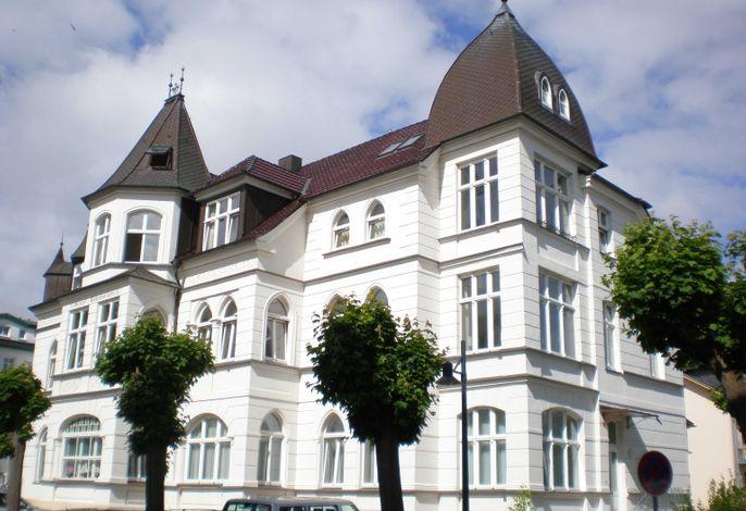 Ahlbeck, Schloss Hohenzollern - FeWo Christensen - WG 18