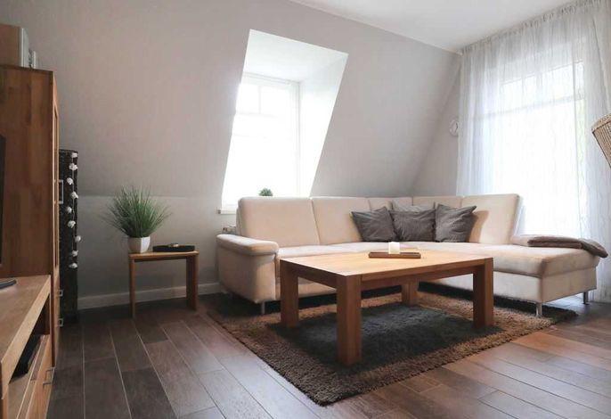 Villa Seebach App.22- gemütliches Sofa im Wohnbereich