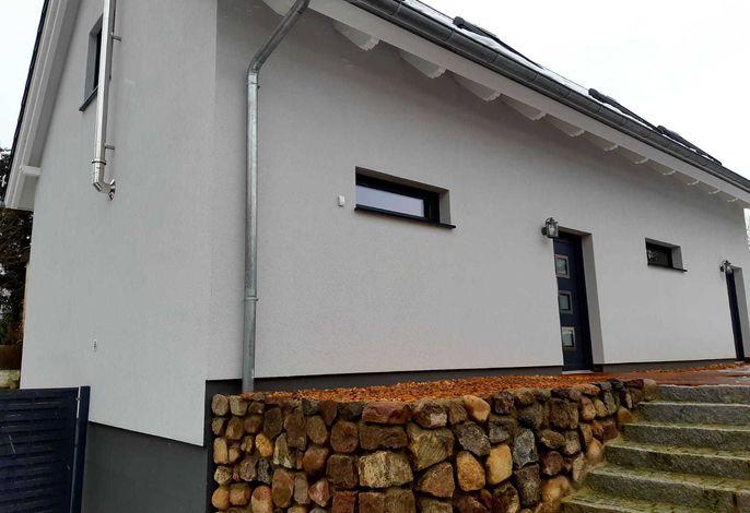 Außenansicht/ Eingang/ Terrasse