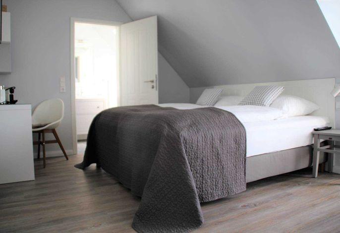 Unsere neuen Zimmer in unserem neuen Landhaus Nordstern möchten Sie mit dem hyggeligen und kuscheligem Wohngefühl willkommen heißen.