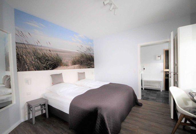 Haben Sie Lust, mal unter einer Düne zu schlafen? In diesem kleinen hyggeligen Schlafzimmer in der Suite Nr. 1 bekommen Sie die Gelegenheit dazu.