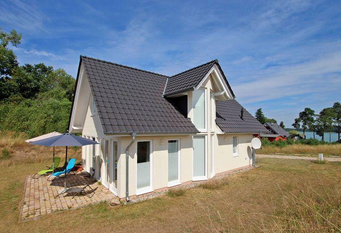 Ferienhaus mit 3 Schlafzimmern am See  Wustrow SEE 10571