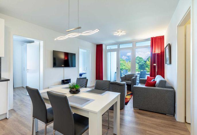 Wohn-/Essbereich mit Sitzgelegenheit und Flatscreen-TV