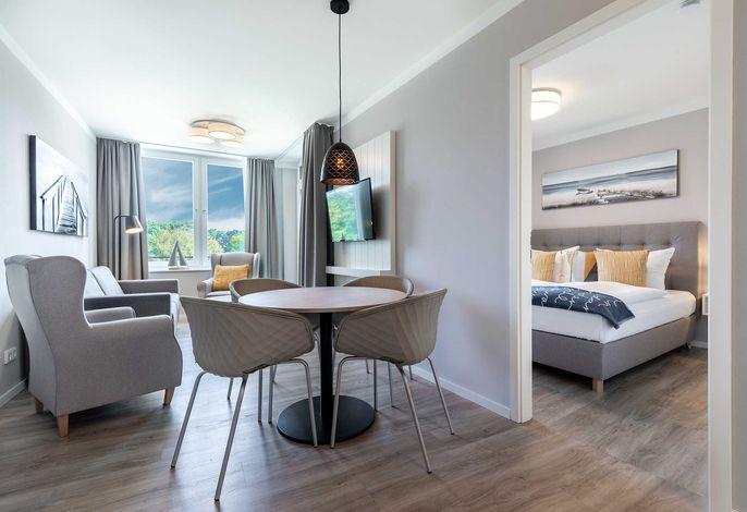 Wohn-/Essbereich mit Zugang zum Schlafzimmer