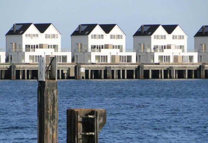 Ferienwohnung mit Balkon und Hafenblick