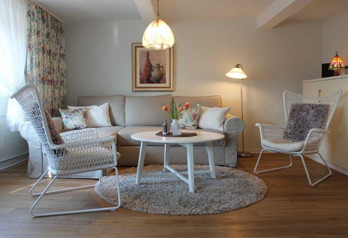 Wohnzimmer mit Wandklappbett